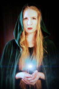 Leanna Renee Hieber as L'Bet, Druidic Priestess